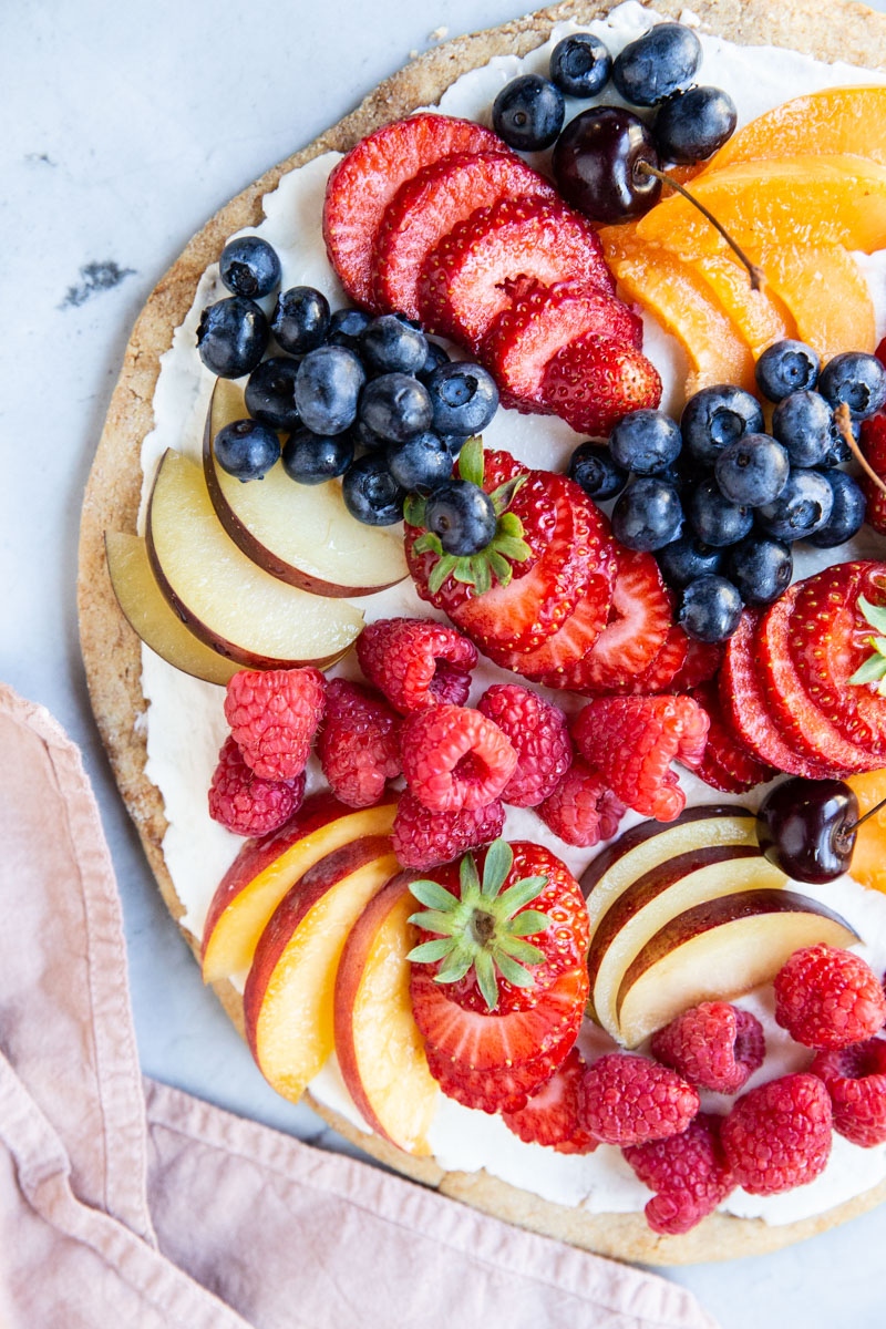 This is the best gluten free fruit pizza recipe out there! A must try for a fun Summer dessert.